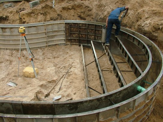 Vinyl liner swimming pool construction process excavation for Concrete pool construction